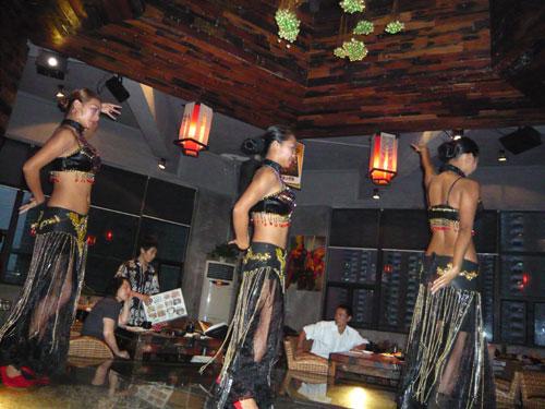 雲南料理と民族舞踊
