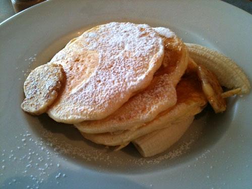 リコッタパンケーキ / フレッシュバナナ、ハニーコームバター