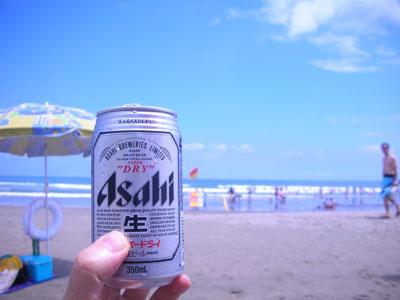 ビールと海と